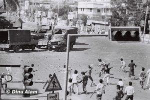 General people throwing stones on Police