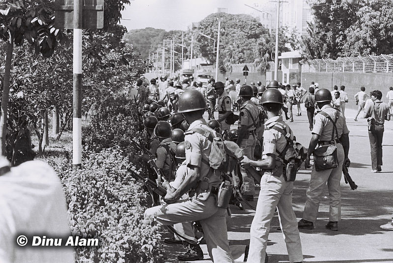 Police in action. Photo courtesy: Dinu Alam